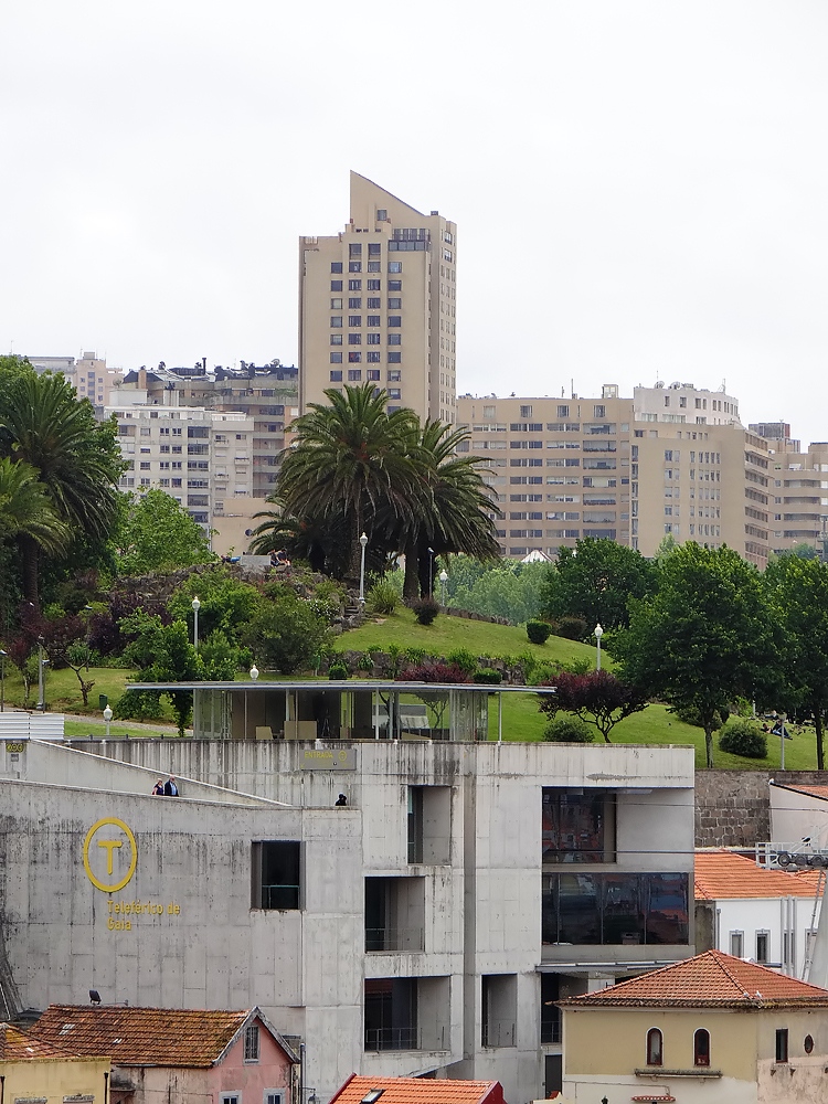 La tour du centre commercial d'Ouro à Gaia (environ 70 mètres)