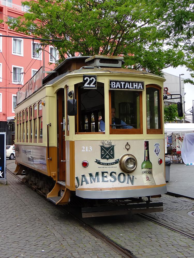 Une reconstitution du tram (aujourd'hui fonctionnant au Diesel et montant des pentes de 5% sans crémaillères...)
