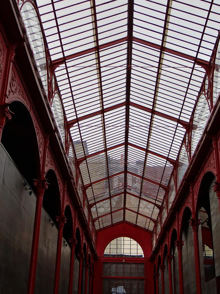 Le marché Ferrerira Borges est construit en 1885 construit par la Compagnie Alliance (fondation Massarelos) et l'architecte João Carlos Machado. Il fut tour à tour marché ou lieu culturel, en plein centre de Porto.