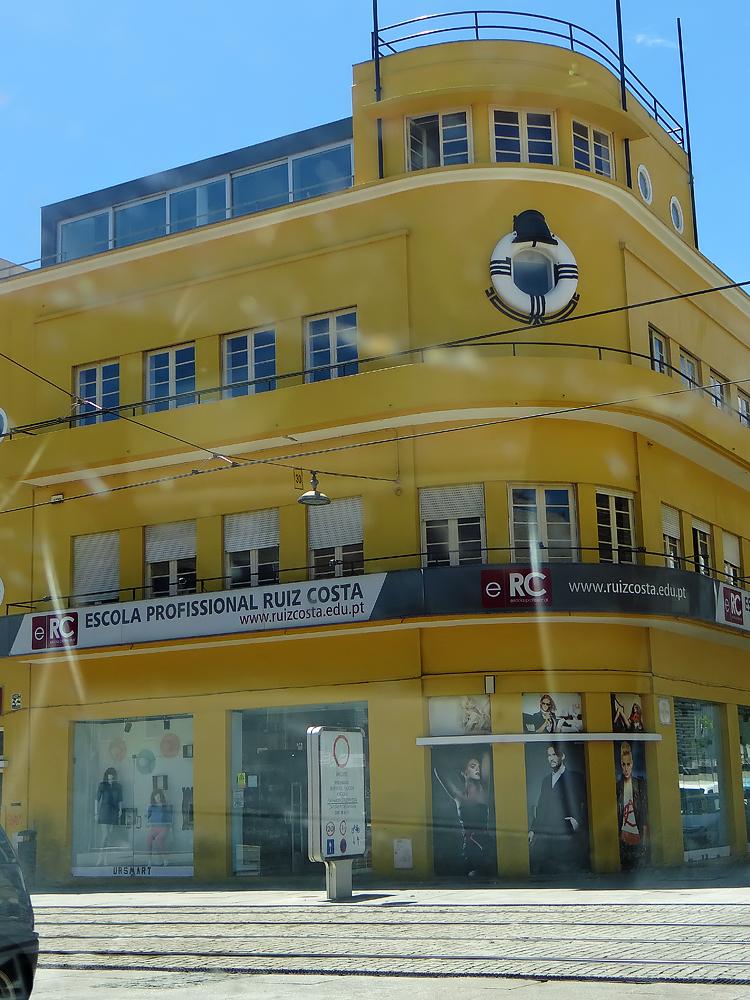 Un immeuble de Matosinhos Art déco maintenu dans sa couleur d'origine