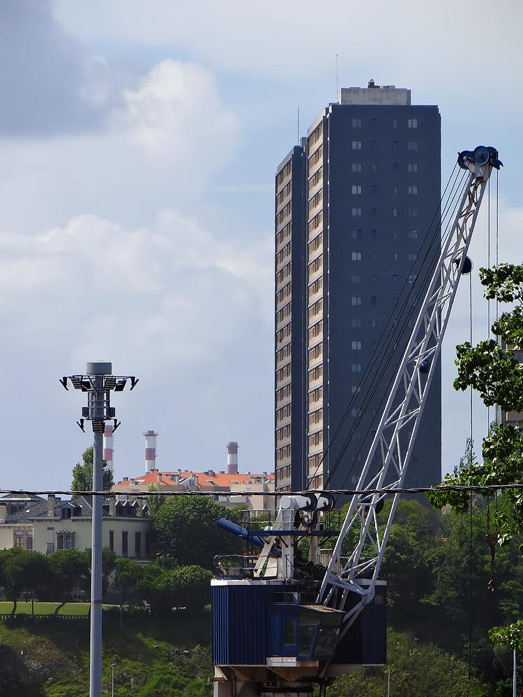 Deux tours jumelles d'habitation à Matosinhos / Leixões