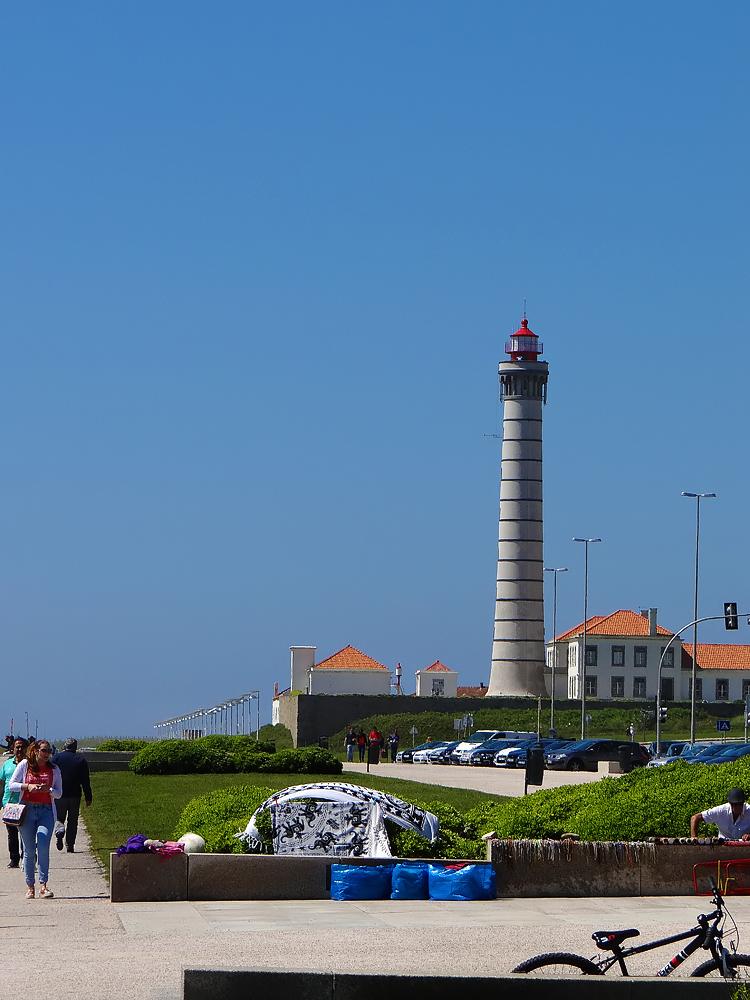 Le phare de Leça, Matosinhos, 1926, 46 mètres (le second du Portugal et le premier à fonctionner à l'électricité)