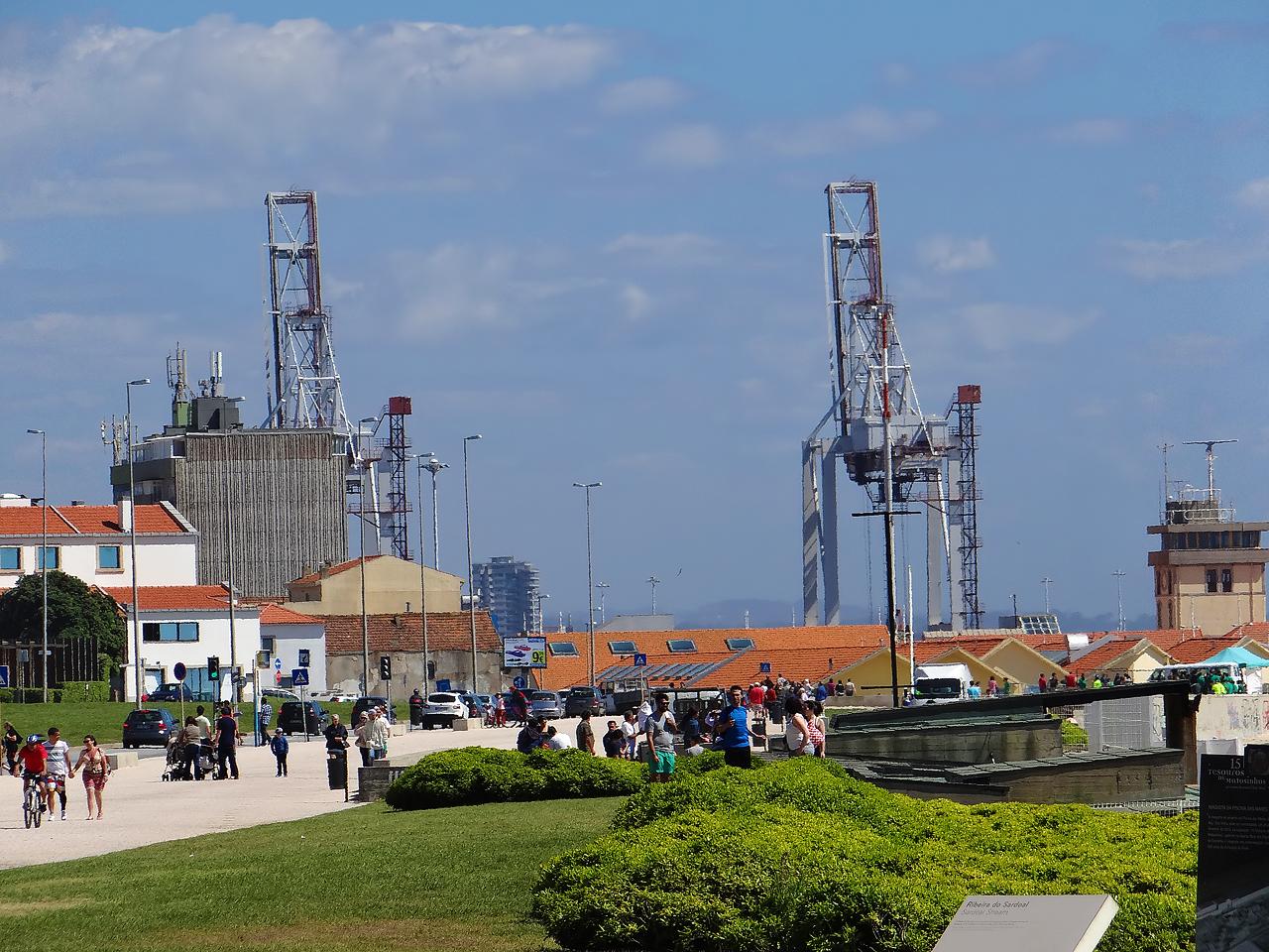 Les grues du port de Leixões (plus de 50 mètres)