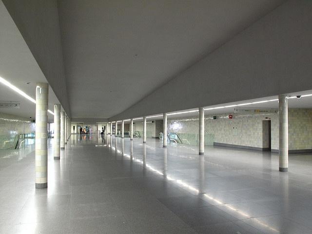 "La station de métro São Bento de Siza (photo ""Voir en vrai"")"